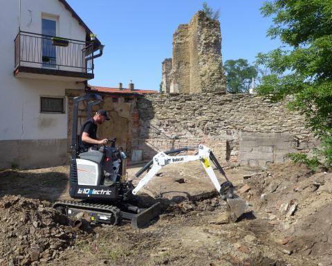 Bobcat E10e mini excavator helps uncover archaeological secrets